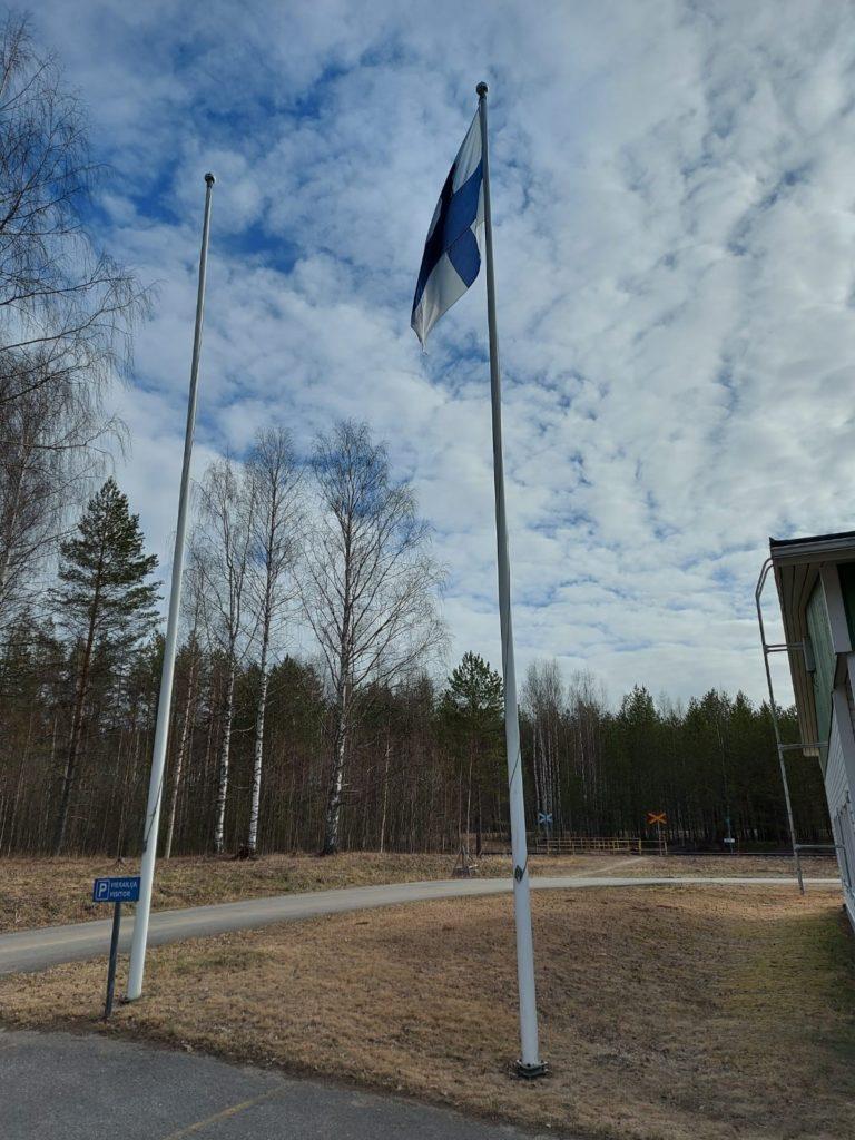 OM40vuotta_lippu-tangossa-Sysmäjärven tehtaalla
