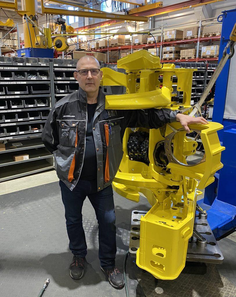 Jari Korpelainen on Outokummun Metallin laatu- ja työsuojelupäällikkö